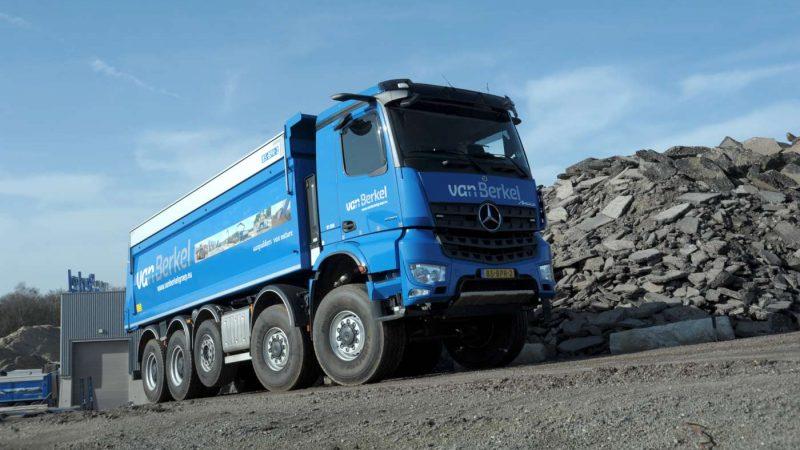 Trio Mercedes-Benz Arocs kippers voor Van Berkel